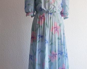 Vintage Dress // Flowers // Baby Blue // Pleated skirt