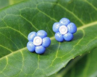 Pretty, blue daisy flower stud earrings (FREE UK P&P)