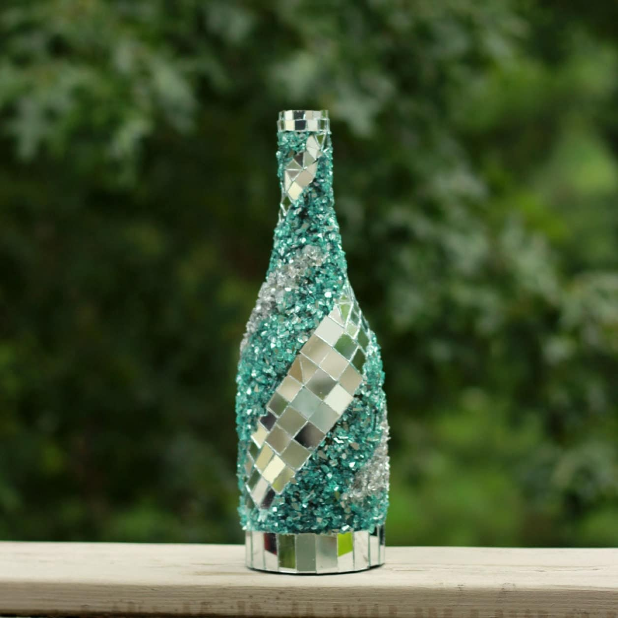 Mosaic mirror wine bottle wine bottle decor frozen glass for Glass home decor