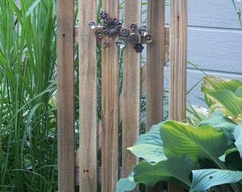Pretty Garden Gate Decor, Natural Cedar Fence With Knob Bouquet, Garden Gate Style Decor