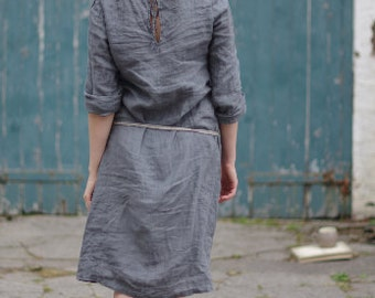 LINEN DRESS / slightly flared silhouette