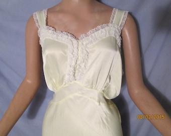 Vintage 1940s Women's BIAS cut SATIN & Lace Nightgown