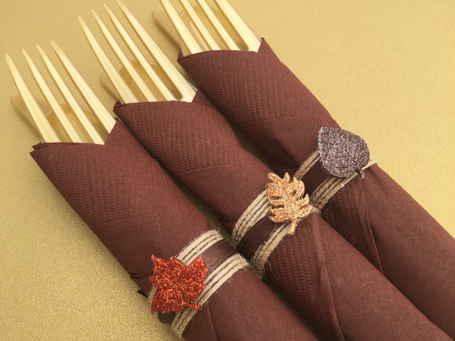 Thanksgiving napkin rings with glitter leaf design for Napkin rings for thanksgiving