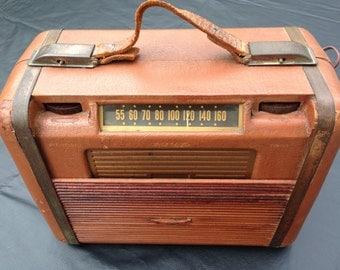 Vintage 1940 RCA Victor Tube Radio