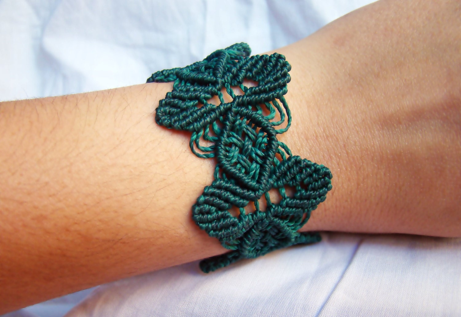 Leaves and diamonds dark green macrame bracelet by - Macrame paso a paso ...