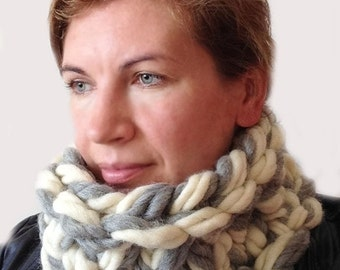 Chunky knit scarf, Chunky infinity scarf, Super Chunky scarf , Super bulky scarf, Chunky Merino scarf, Chunky scarf - 6x28 inches 15X70 cm