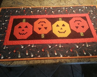 Halloween Jack o Lantern table runner