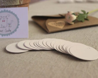 Small WHITE ROUND Gift Tags/ Wedding/ Party Tags/ 25PCS