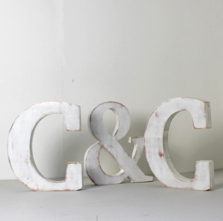 lettres poser en bois pour un mariage un. Black Bedroom Furniture Sets. Home Design Ideas