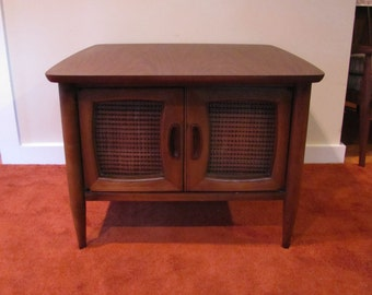 Lane Side Table, Mid Century End Table / Cabinet, Side Table with Storage, Lane Walnut Cabinet End Table