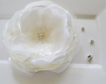 Large Ivory bridal hair flower, hair accessory, bride hair piece, bridesmaid hair accessory, flower girl hair flower, bridal fascinator