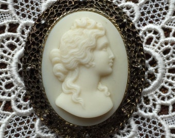Vintage Large Heavy Cream Color Cameo Brooch in Metal Frame