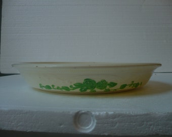 Pie Plate in Ivory with green flowers