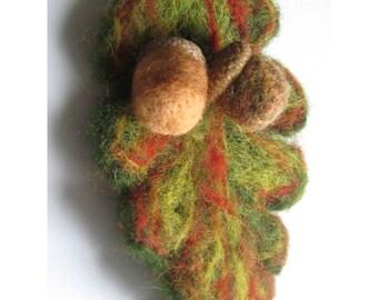 Felt brooch /  acorn pin / autumn colors / woll dift