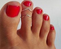2 SILVER PLATED toe rings/ Chevron Toe Ring/Foot Jewelry/Set of 2 toe rings/Gold toe ring/Silver toe ring/Adjustable toe ring/(Non Tarnish)