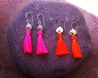 "Pompom ""SAND DOLLAR"" sand Dollar earrings"