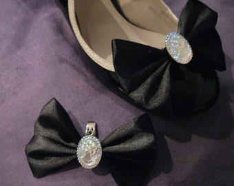 Glitzy cameo shoe clips