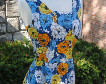 SALE- FREE SHIPPING! 1970's Vintage Floral A-line Dress// 29 Inch Waist// Medium