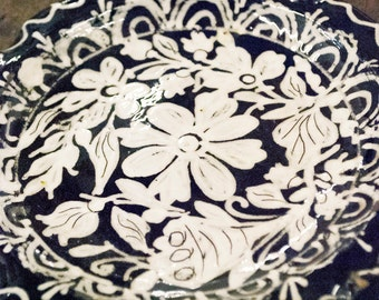 """Hand painted hungarian plate, decorative ornament/wall hanging 17cm ( 7"""") diameter"""