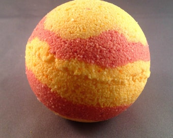 Strawberry Lemonade Bath Bomb