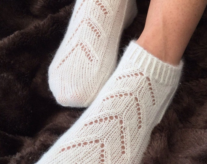 Ladies pure cashmere cream handmade footsie socks by Willow Luxury ( to fit ladies shoe size UK 4-6, US 6-8, European 37-39)