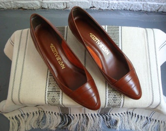vintage 80s naturalizer brown leather pumps, size 8