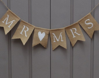 Mr and Mrs Banner/Sign, Mr and Mrs Burlap Banner Bunting Garland, Wedding Décor, Rustic Wedding, Bride and Groom Sign, Newlywed Photo Prop