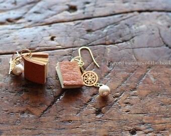 pierced earring・本型ピアス