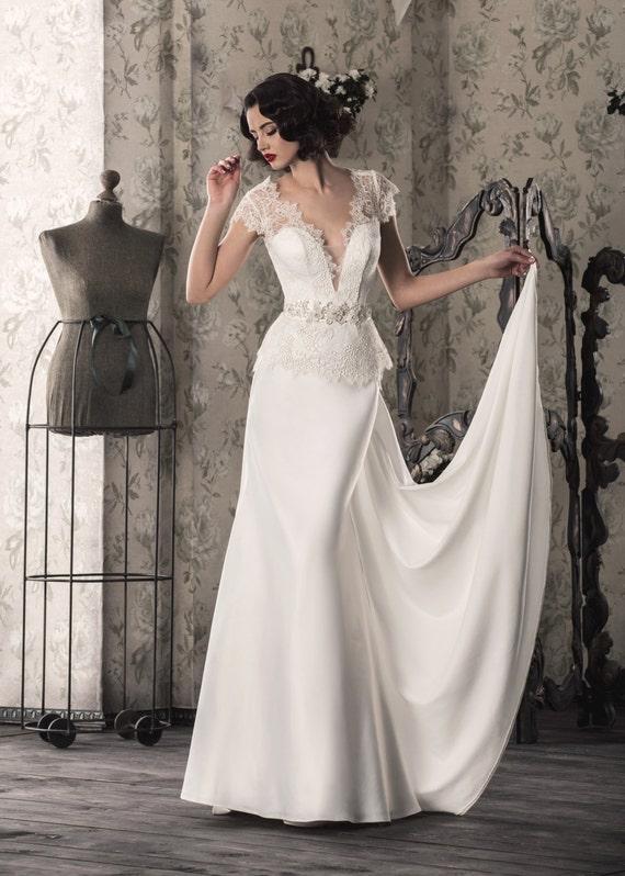 Weiß/Ivory Brautkleid mit Spitze oben, V-Schnitt, Features Illusion ...