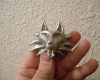 Simple Wolf Head Medallion