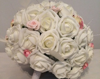 Ivory bridal bouquet and kissing ball