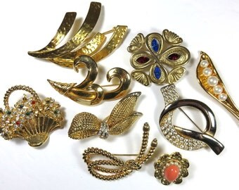 SJK Vintage Discount -- Bundled Lot of Gold Tone Modernist, Classic, Abstract  Brooches (1970's-80's)