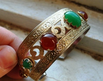 FREE SHIPPING Vintage Goldtone Cuff Bracelet with Jade and Carnelian Colored Glass Cabachon Accents