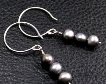 Triad Earrings in Sterling Silver and Gray Pearls