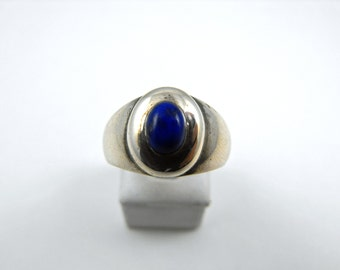 Lapis Lazuli Small Oval Stone Sterling Silver Graduated Band Ring