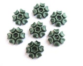 6 Vintage flowers buttons plastic 15mm, green, RARE