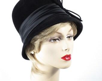 Vintage 1970s Hat Black Felt and Satin Bucket Style Sz 21 1/2