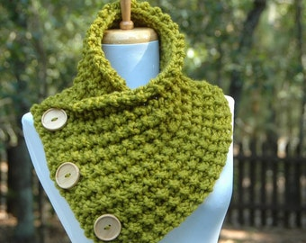 Chunky Knit Button Scarf, Lemongrass Green Button Scarf with Wood Buttons ,Men Scarf, Women Scarf, Original Design scarf, Scarf Cowl, Winter