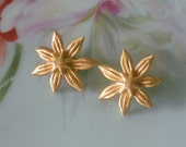 Vintage Crown Trifari Signed Gilt Goldtone Layered Flower Clip on Earrings EXCELLENT