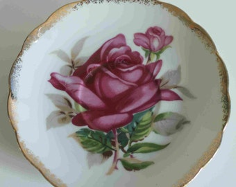 beautiful vintage red rose Japanese cup saucer,E-1032,with gold scalloped edging,