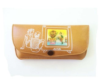 Very Cute 1950's Vintage Child Sized Eyeglasses case with Lenticular flicker Lion scene
