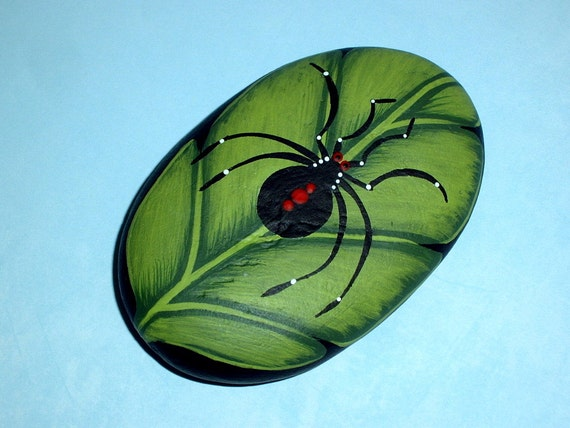 Painted rocks garden decoration, black widow spider on leaf, ooak 3D art object home office, novelty paperweight, picnic table napkin weight