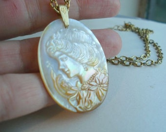 Vintage Cameo Necklace Mother of Pearl Cameo Pendant Cameo Jewelry Bridal Necklace Wedding Pendant
