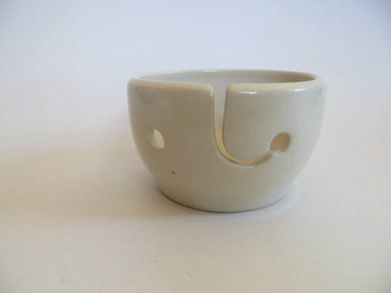 Ceramic Yarn Holder, White Yarn Bowl, knitting bowl, crochet bowl, Knitter Gift, Christmas Gift, Handmade Stoneware Pottery, Yarn Bowl No. 3
