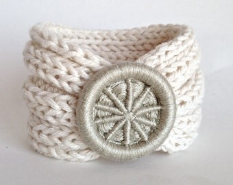 Knitted Bracelet with Dorset Button