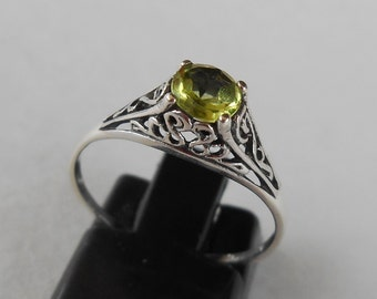 Balinese Sterling Silver Peridot gem Ring / silver 925 / size 7 ready to ship / Bali unique jewelry