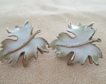 Vintage costume jewelry  / closing store soon reducing items  leaf clip on earrings