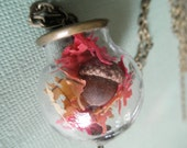 Autumn Captured-Real Acorn,Tiny Oak Leaves Round Glass Bronze Terrarium Reliquary Pendant-Rustic,Woodsy-Symbol of Strength,Courage