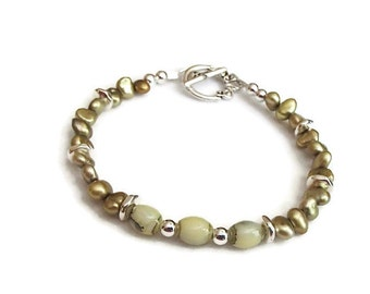 Glass and Pearl Bracelet. Olive Pearl Bracelet. Summer Jewelry. Classic