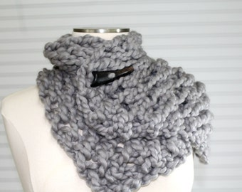 Big Knit Button Scarf in Gray Wool, Super Chunky Knit Grey Scarf, Gray Wool Scarf, Fall Fashion Trends, Wool Winter Scarf, Knit Short Scarf